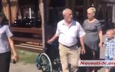 У Миколаєві побилися через коляску для Тимошенко