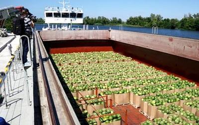 До Києва відправлять ще баржі з херсонськими кавунами