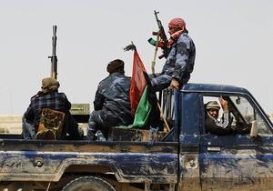 Противники Каддафи выступили против наземной операции в Ливии