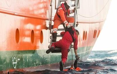 У берегов Испании спасли более 600 беженцев
