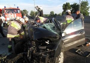 В Киеве Mitsubishi врезался в грузовик, погибли четыре человека