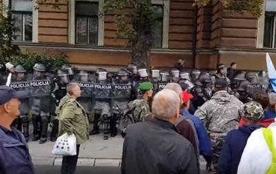 У Сараєві відбулися зіткнення ветеранів війни з поліцією