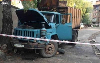 У Тернопільській області сміттєвоз розчавив свого водія