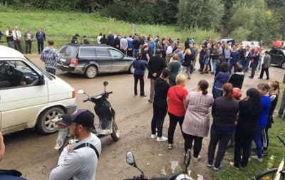 Протестующие перекрыли дорогу на Черновцы