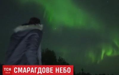 Небо над Финляндией засверкало изумрудным цветом