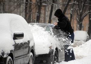 Снегопад ухудшил ситуацию на дорогах Киева