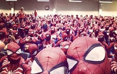 У Швеції півтисячі людей одягнули костюми Людини-павука