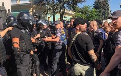 Під Радою почалися зіткнення, ранено поліцейського