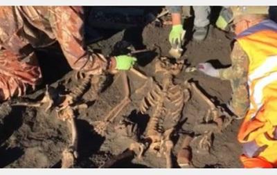 У Харківській області виявили масове поховання солдатів