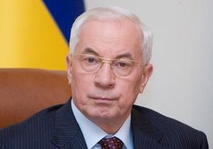 Азаров обещает, что в 2011 году увеличатся выплаты при рождении ребенка