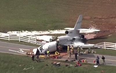 ВСША при посадке самолет развалился начасти