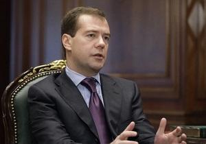 Медведев распорядился обеспечить безопасность россиян в Кыргызстане