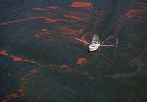 В  Мексиканском заливе подводный колокол начнет откачивать нефть из аварийной скважины