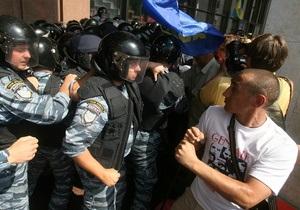 Протестующие под Украинским домом останутся на ночное дежурство