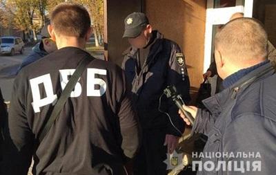 У Сумській області чотирьох поліцейських затримали за хабарі