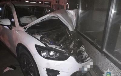 У Харкові Mazda врізалася в магазин