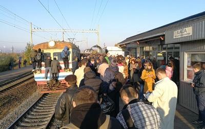 В Киеве пассажиры блокировали городскую электричку
