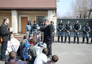 Межигорье - протесты - В Стоп цензуре! заявили, что голова Новых Петровцев ссылался на постановление Президиума ВС СССР, комментируя запрет митинга в Межгорье