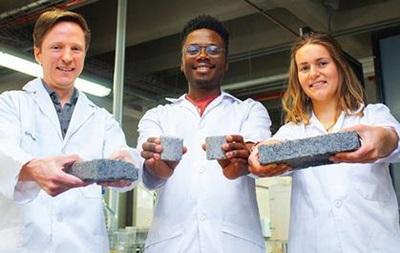 В університеті Африки створили цеглу із сечі