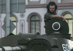 В центре Киева женщина на Nissan чуть не протаранила Т-34