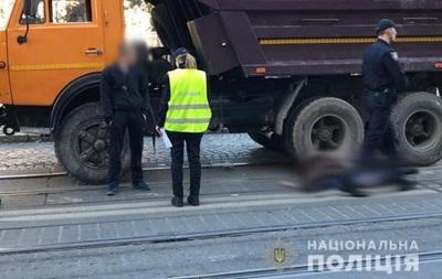 В центре Львова грузовик насмерть сбил пенсионерку
