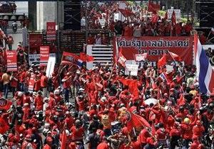 Суд Таиланда постановил арестовать оппозиционеров, участвовавших в штурме парламента
