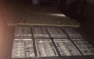 На Закарпатті контрабандист намагався перевезти півтори тисячі пачок сигарет