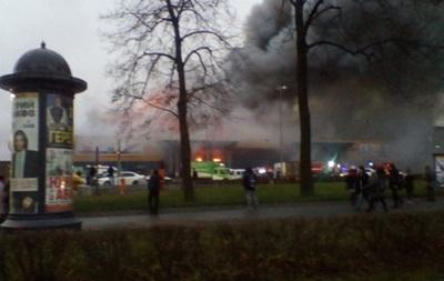 Интенсивный пожар  в коммерческом  центре РФ : эвакуированы 800 человек