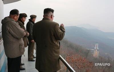 Ядерні ракети і військові бази. Що ховає КНДР