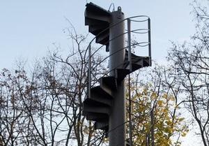 Француз купил лестничный пролет Эйфелевой башни за 85 тысяч евро