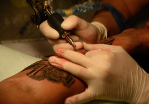 Канадец набьет на своем теле 100 тысяч татуировок