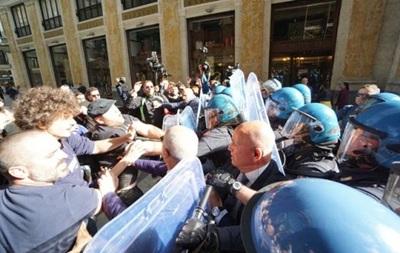 В Італії демонстранти штурмували мерію Неаполя, є постраждалі