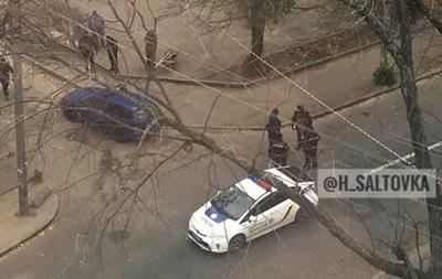 В Харькове перекрыли улицу из-за подозрительного предмета
