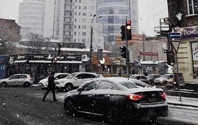 Днепр и Харьков засыпало снегом