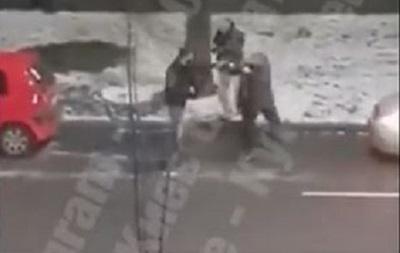 В Киеве  бляховоды  устроили драку на дороге