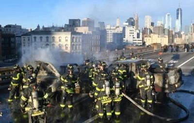 На мосту в Нью-Йорку загорілися авто, є жертви