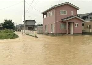 Ливни в Японии унесли жизни двух человек
