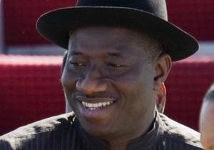 Новый президент Нигерии вступил в должность через 12 часов после смерти предыдущего