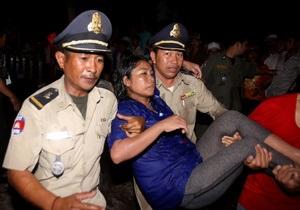 Власти Камбоджи более чем на 100 человек снизили данные по числу жертв давки в Пномпене