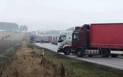 Далекобійники блокують  євробляхерів  біля кордону з Польщею
