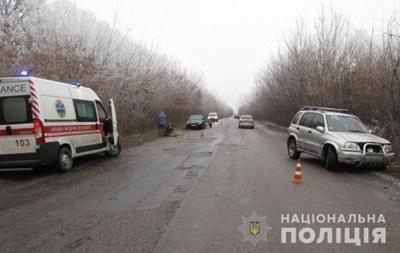 Под Киевом женщина-водитель сбила на обочине двух мужчин