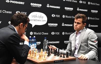 Норвежец Карлсен защитил титул чемпиона мира по шахматам