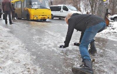 В Киеве от гололедицы пострадали полсотни людей