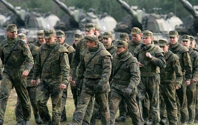 Берлин впервые за 25 лет расширяет армию