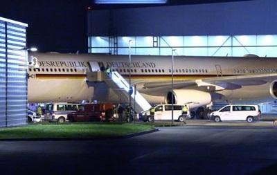 Берлин исключил преступный след в инциденте с самолетом Меркель