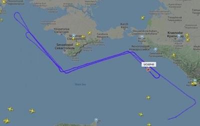 Невпізнаний літак кружляє над узбережжям Криму