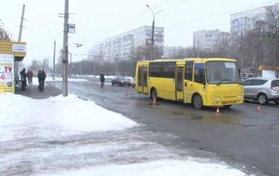 В Черкассах маршрутка сбила мужчину на остановке