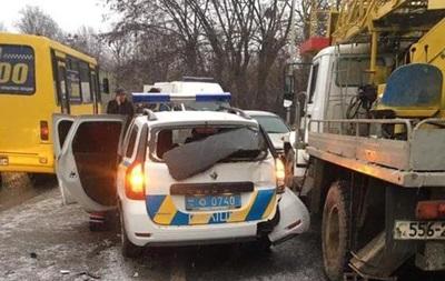 Во Львове полицейские пострадали в тройном ДТП