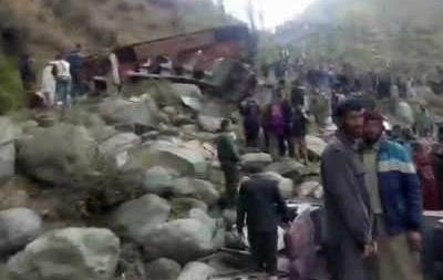 В Индии автобус сорвался в пропасть, 11 погибших