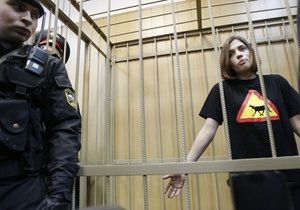 В храме Христа Спасителя заказали месячный молебен о здравии участниц Pussy Riot